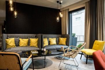 Canapé et espace bar © 2017 L'Imprimerie Hôtel